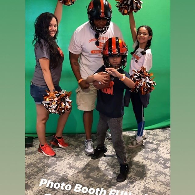 Green screen action with my girl @sinistershy  holding down Oregon State as they beat UCLS last week (fight on Trojans)!! What a great event with amazing people! @beaverfootball @oregonstate @oregonstatealumni @brooksidegolfclub @samyouu_