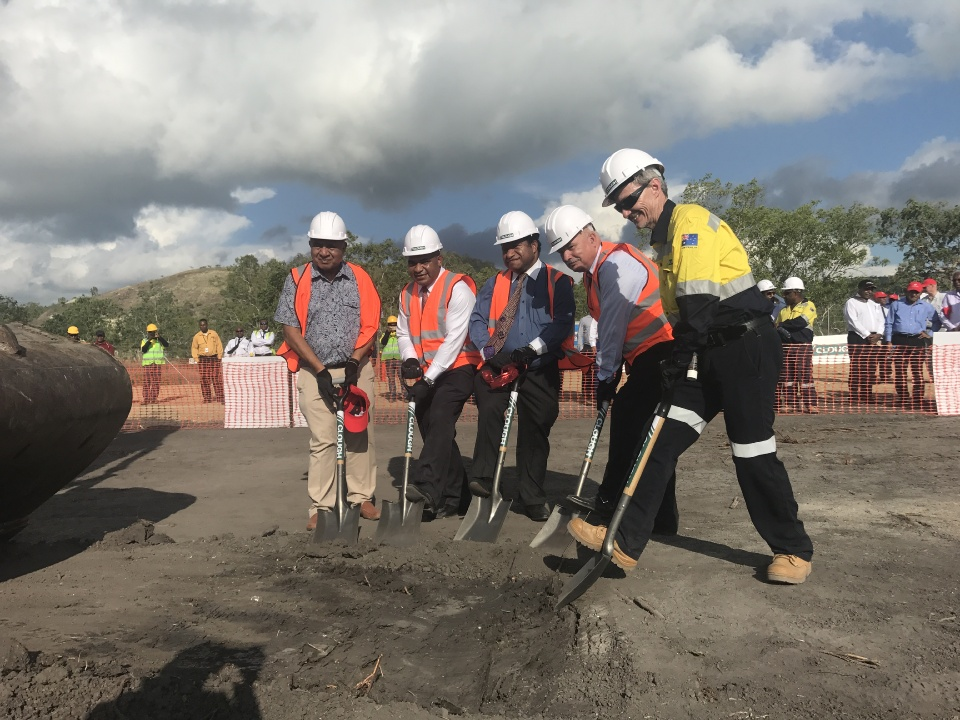 KPHL Chairman Sir Moi Avei, Managing Director Wapu Sonk, Petroleum Minister William Duma, Oil Search Managing Director Peter Botten and Clough Executive Vice President (Australia & Asia Pacific) Philip Cave taking part in the ground breaking ceremony.