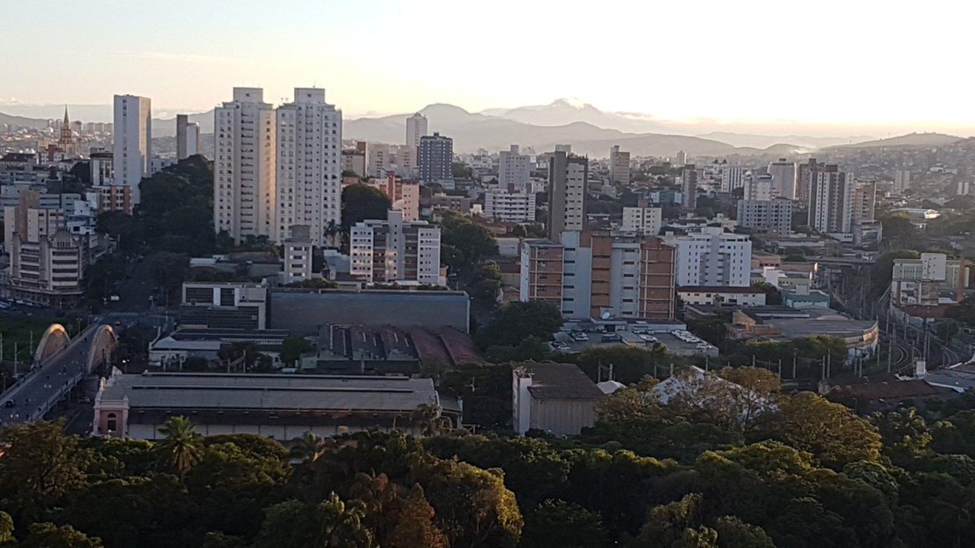 - Tại Brazil, chính phủ tập trung đầu tư công nghệ trong lĩnh vực du lịch và hạ tầng nhằm tạo thuận lợi cho du khách, qua đó nâng cao doanh thu trong ngành du lịch – ngành công nghiệp sạch cho các thành phố.