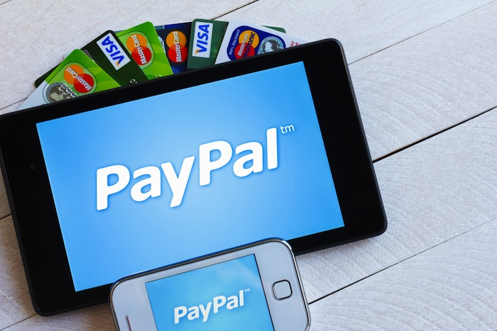 PayPal - Ví điện tử Paypal được tạo ra vào năm 1998 tại Mỹ, cho phép người dùng lập một tài khoản và từ đó thanh toán online hoặc rút tiền dễ dàng.