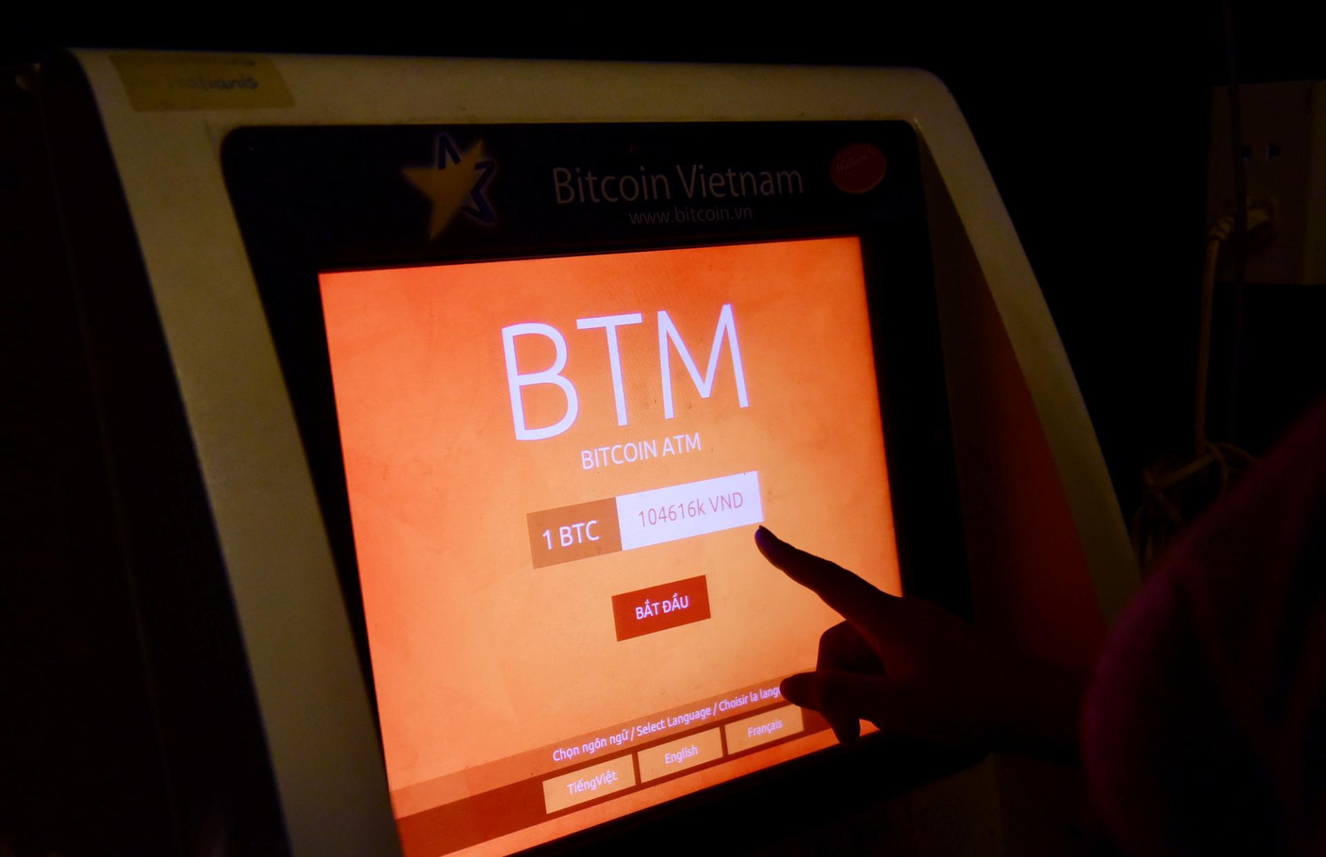 - Ở các quốc gia như Mỹ, Nhật Bản, châu Âu, máy ATM Bitcoin đã trở nên phổ biến.