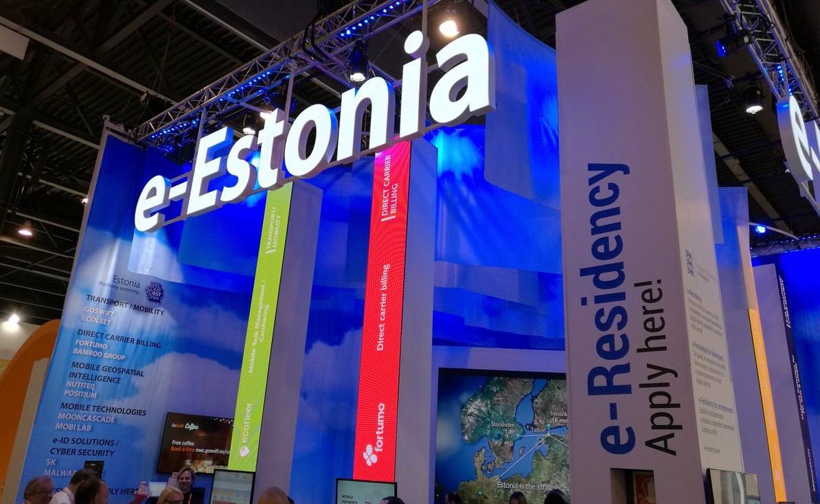 - Chính quyền Estonia tổ chức lưu trữ toàn bộ thông tin công dân phi tập trung: mỗi bộ kiểm soát một phần thông tin.