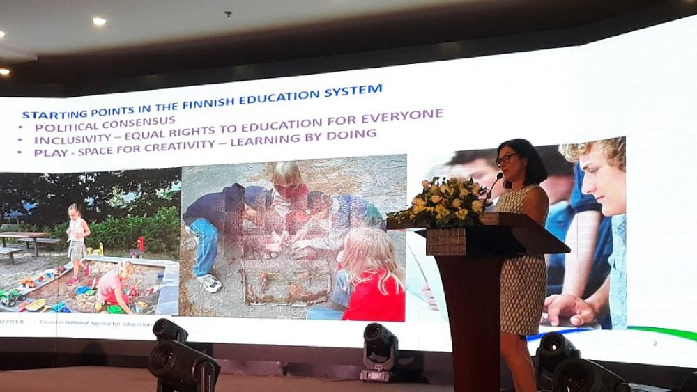 Bà Kristina Kaihari, Tham tán Giáo dục, Cơ quan Phát triển Giáo dục quốc gia Phần Lan, phát biểu tại sự kiện.