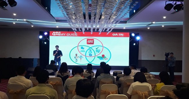 Founder Nguyễn Văn Thắng trình bày về ứng dụng My Guide tại sự kiện