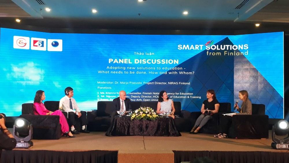 """Các chuyên gia giáo dục Phần Lan và Việt Nam tại phiên thảo luận""""Phát  triển giáo dục trong tương lai"""" trong khuôn khổ WHISE 2018"""
