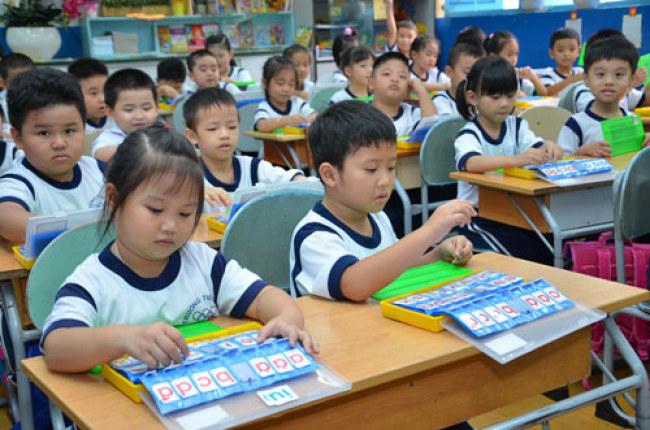 Tình trạng quá tải học sinh trong các lợp học diễn ra phổ biến tại các  trường học hiện nay, đặc biệt là tại những thành phố lớn như TP.HCM