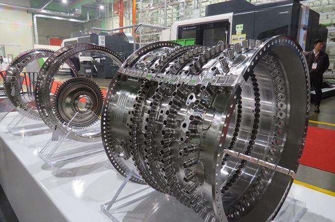 Cận cảnh một thiết bị trong dây chuyền sản xuất của Nhà máy.