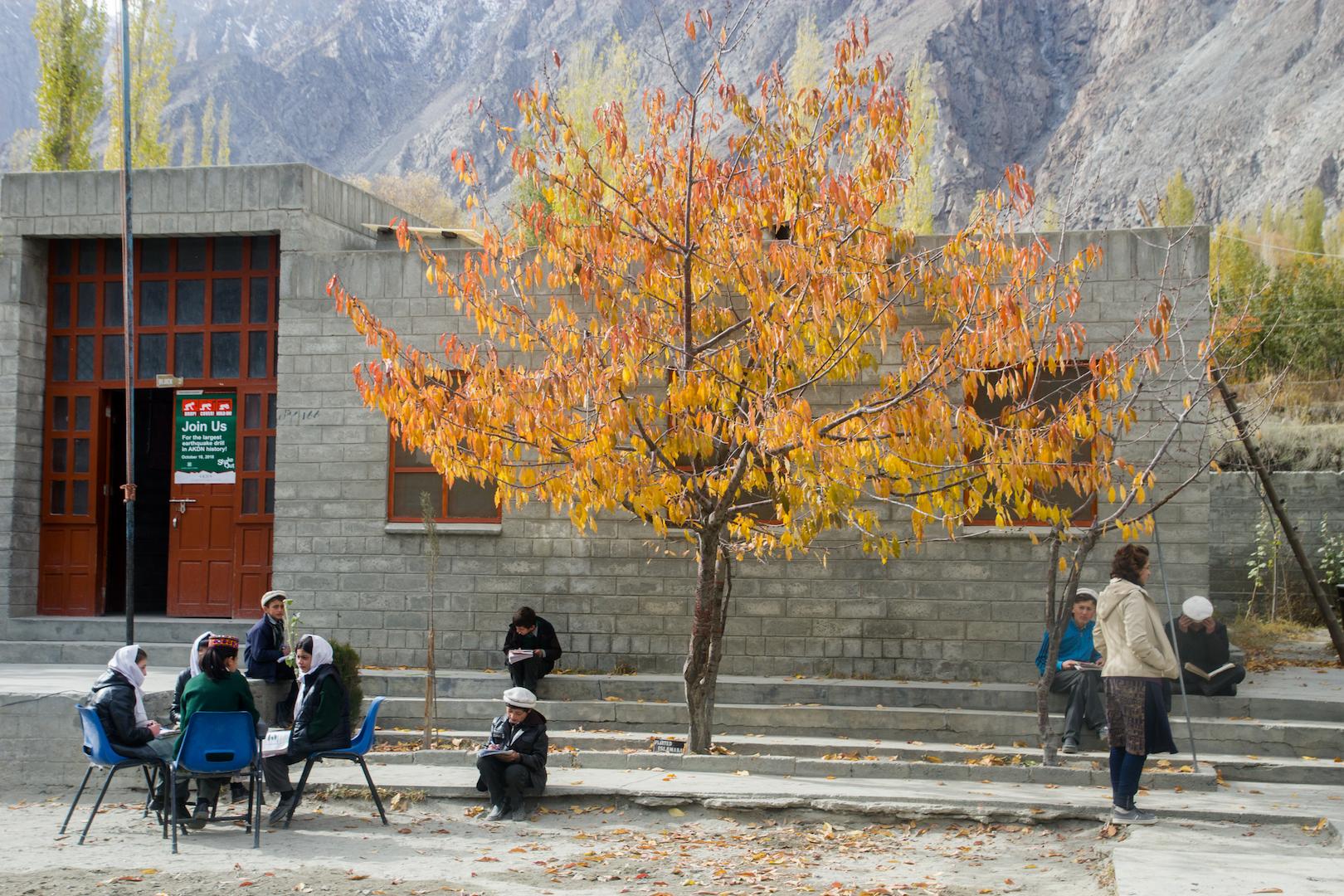 Lớp học ở trường học làng Gulmit