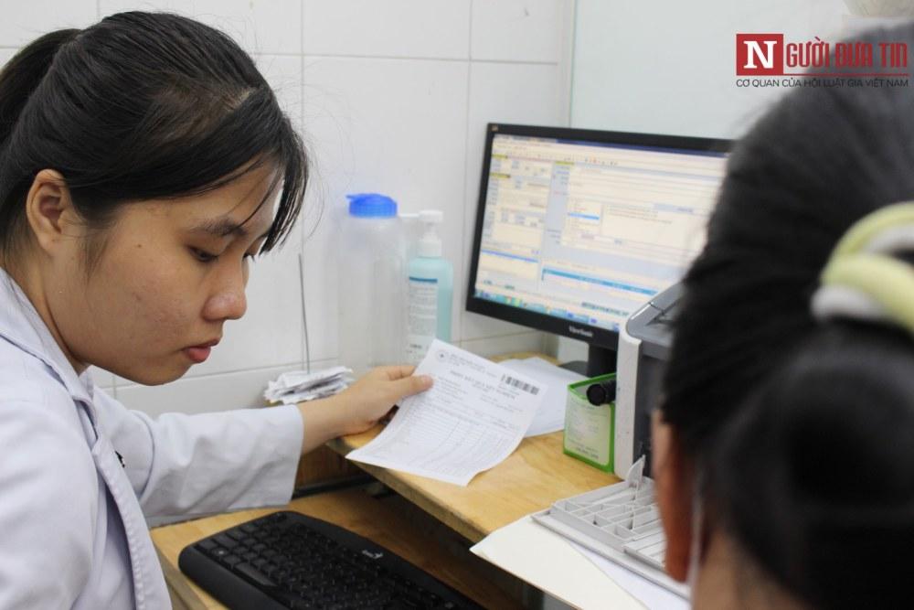 Các bệnh nhân khi đến bệnh viện quận Thủ Đức không còn phải mang theo sổ khám bệnh. (Ảnh: Hà Nhân).