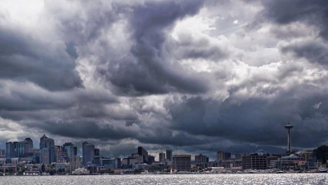 Là một thành phố phát triển năng động, nhưng vị trí địa lý khiến Seattle phải lệ thuộc rất nhiều vào tự nhiên. Giờ đây, thành phố này đã áp dụng công nghệ để phối hợp hài hòa với thiên nhiên, giúp khống chế và giảm nhẹ những thiệt hại do hành tinh mẹ gây ra. Ảnh: Grist.