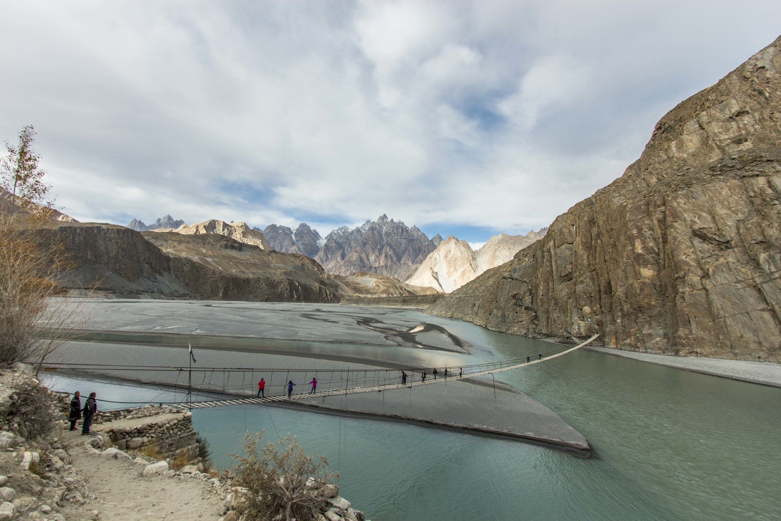 Cầu treo ở làng Hussaini