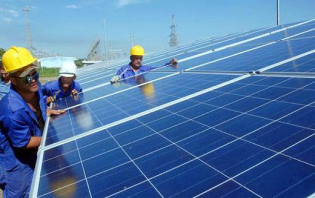 Rất nhiều khách hàng ở TP HCM quan tâm tìm hiểu điện mặt trời áp mái