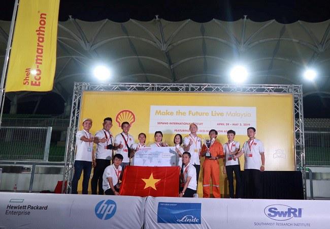 Đội đua ĐH Lạc Hồng lên ngôi vô địch tại Malaysia. Ảnh: BTC cung cấp.