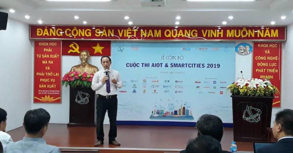 Ông Vũ Anh Tuấn đại diện Ban tổ chức giới thiệu về cuộc thi AIoT & Smart Cities 2019