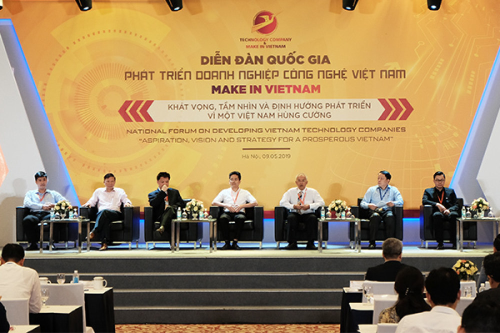 Các diễn giả tham gia phiên thảo luận tại Diễn đàn chiều 9/5. Ảnh: Trọng Đạt