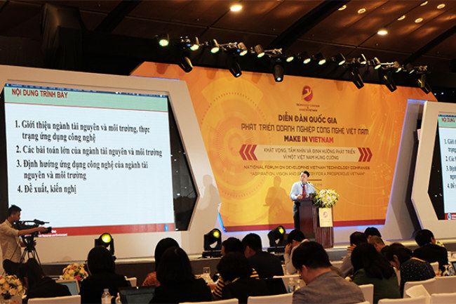 ông Lê Phú Hà - Cục trưởng Cục CNTT và Dữ liệu tài nguyên môi trường (Bộ  Tài nguyên Môi trường) đưa ra các bài toán lớn của ngành Tài nguyên Môi  trường.Ảnh: Trọng Đạt.