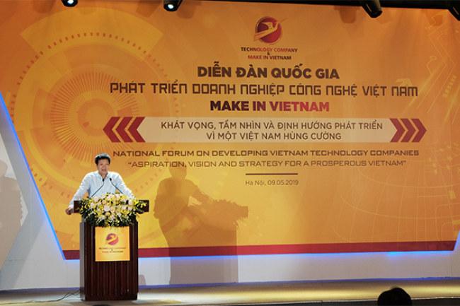 ông Nguyễn Việt Dũng – Trưởng ban chiến lược Tập đoàn Viettel chia sẻ tại Diễn Đàn. Ảnh: Trọng Đạt.