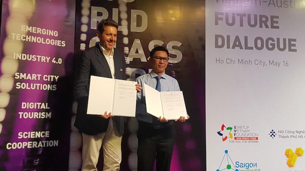 Giám đốc Sở KH&CN TP.HCM và Chủ tịch Hội Doanh nghiệp Áo ký kết hợp tác