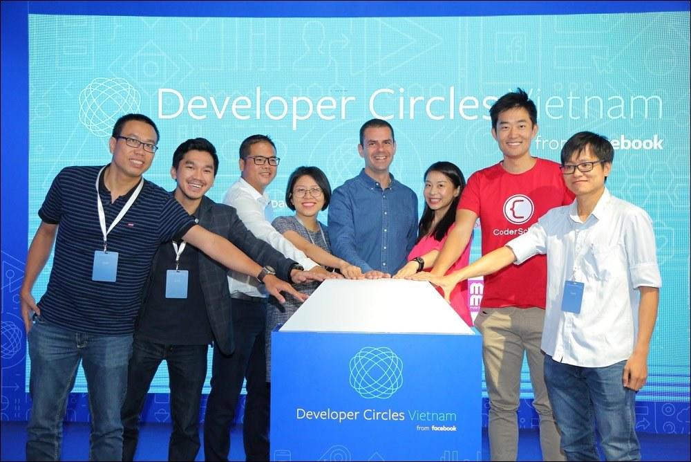 Đại diện Facebook, CoderSchool và các doanh nghiệp hỗ trợ trong chương trình Developer Circles Vietnam Innovation Challenge.