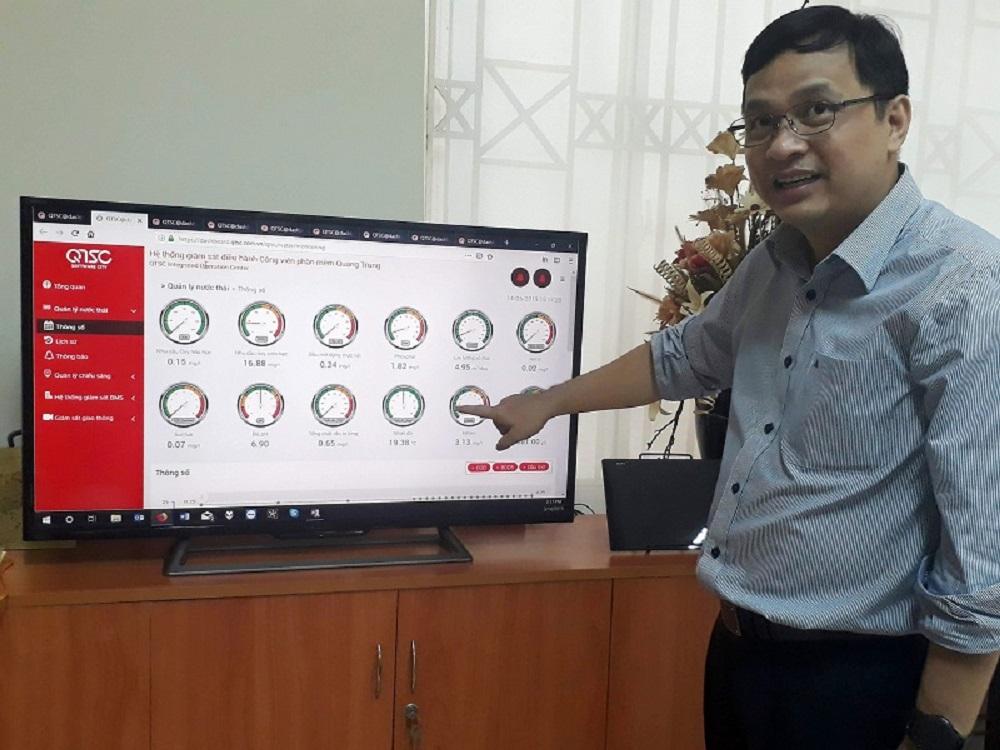 Ông Lâm Nguyễn Hải Long, giới thiệu các hệ thống thông minh được quản lý trên máy tính do QTSC triển khai từ năm 2016. Ảnh: Hà Thế An.