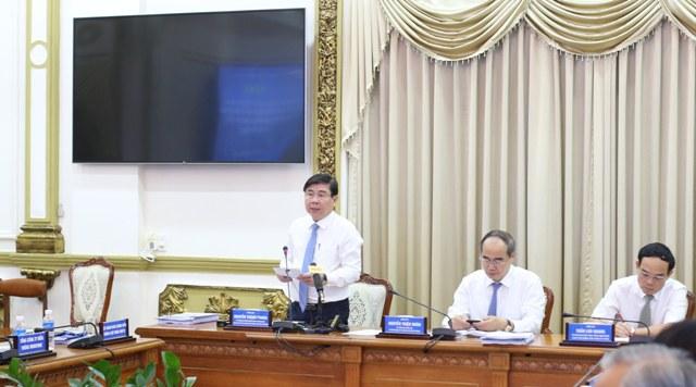 Chủ tịch UBND Nguyễn Thành Phong, Trưởn ban điều hành Đề án Đô thị thông minh phát biểu tại hội nghị.