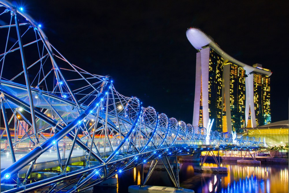 helix-bridge-and-marina-bay-sands-hotel-casino-singapore.jpg