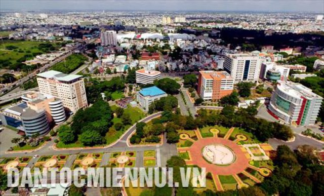 Hệ thống cơ sở hạ tầng và các tòa nhà ứng dụng công nghệ thông tin trong điều hành và quản lý tại Công viên Phần mềm Quang Trung (quận 12, Thành phố Hồ Chí Minh).