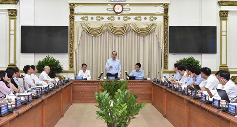 Đồng chí Nguyễn Thiện Nhân, Bí thư Thành ủy TPHCM, phát biểu tại Hội nghị sơ kết hợp tác giữa UBND TPHCM và Bộ TT-TT. Ảnh: VIỆT DŨNG
