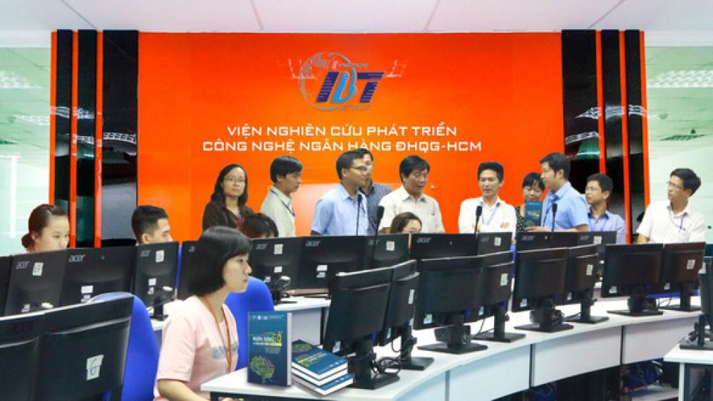 Viện Nghiên cứu phát triển công nghệ ngân hàng sẽ ưu tiên thực hiện các nghiên cứu, đề xuất các chính sách cần thiết ở Việt Nam hiện nay về khung pháp lý cho các ứng dụng của Fintech - Ảnh: N.B