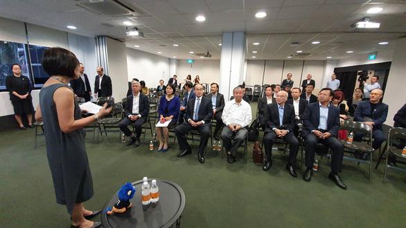 Đoàn công tác cấp cao TP.HCM tại buổi làm việc với giáo sư Freddy Boey - phó chủ tịch Trường đại học Quốc gia Singapore, phụ trách đổi mới sáng tạo và Block 71 - Ảnh: TIẾN LONG