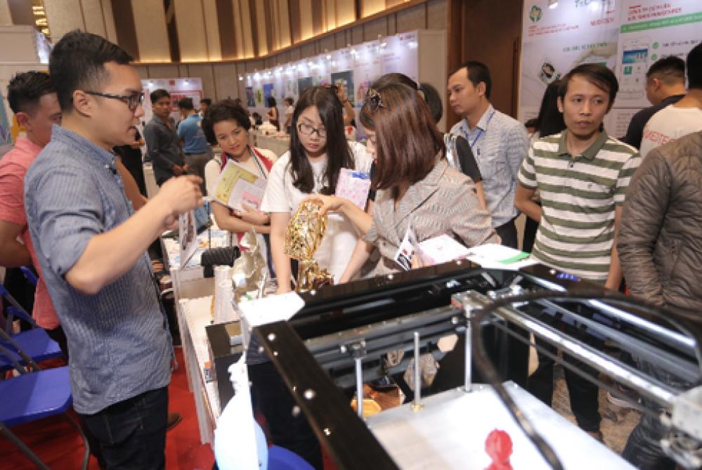 Các đội tham gia tại Techfest Vietnam 2018.
