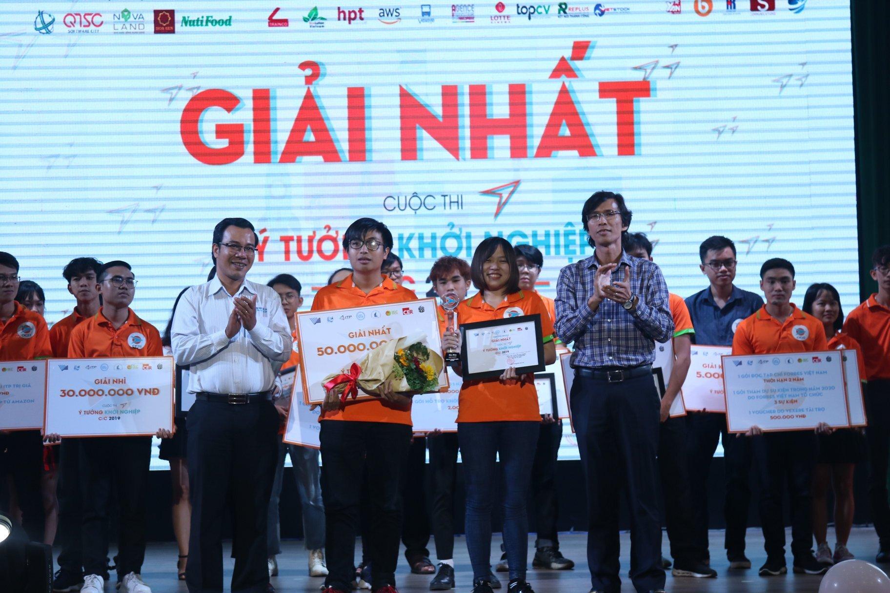Nhóm sinh viên đoạt giải Nhất nhận phần thưởng từ đại diện Ban tổ chức. Nhóm đoạt giải Nhất được nhận phần thưởng 50 triệu đồng tiền mặt, 1 tỉ đồng đầu tư, gói ươm tạo 1 năm trị giá 100 triệu đồng.