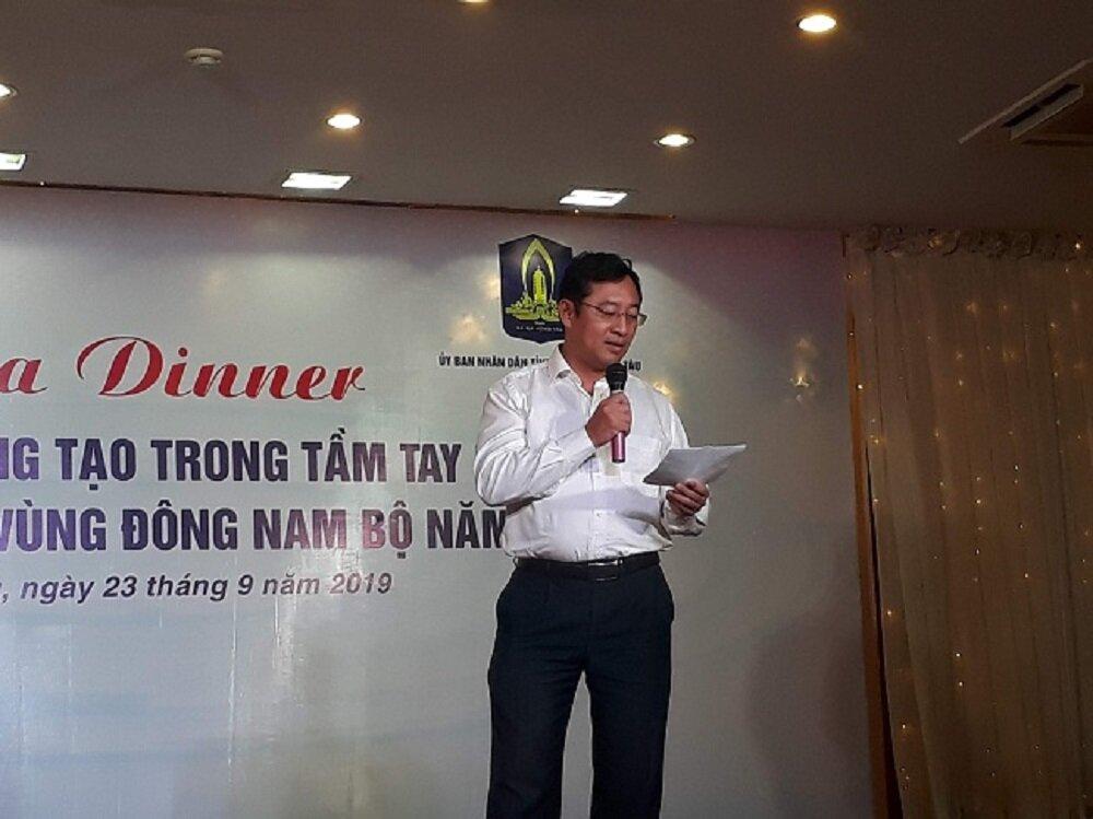 Ông Phạm Hồng Quất tổng kết và công bố kết quả các cuộc thi tại Techfest Đông Nam Bộ. Ảnh: Hà Thế An.