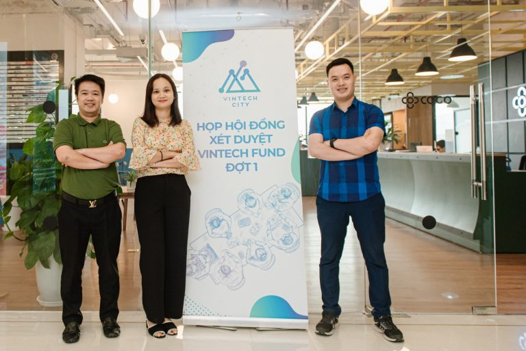 Nữ chủ nhiệm dự án duy nhất nhận tài trợ của VinTech Fund là TS Nguyễn Thị Thu Trang – nhận bằng tiến sĩ tại Trung tâm nghiên cứu khoa học máy tính phục vụ cơ học và công nghệ (LIMSI) của ĐH Paris – Sud, một trong những phòng thí nghiệm lớn nhất trong lĩnh vực khoa học máy tính của Trung tâm Nghiên cứu Quốc gia Pháp (CNRS).