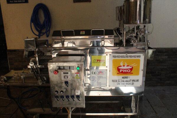 Chiếc máy sản xuất bánh phở do PGS.TS Trần Doãn Sơn nghiên cứu, sáng tạo