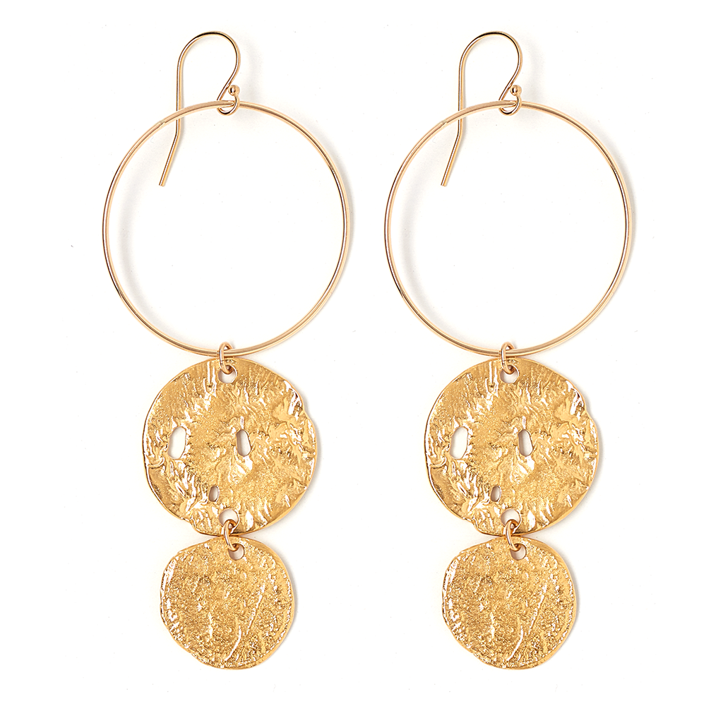 The Lyra Earring - What's a holiday outfit without a statement accessory? We've been rocking these gold hoops with all our fall 'fits… and Thanksgiving will be no exception.