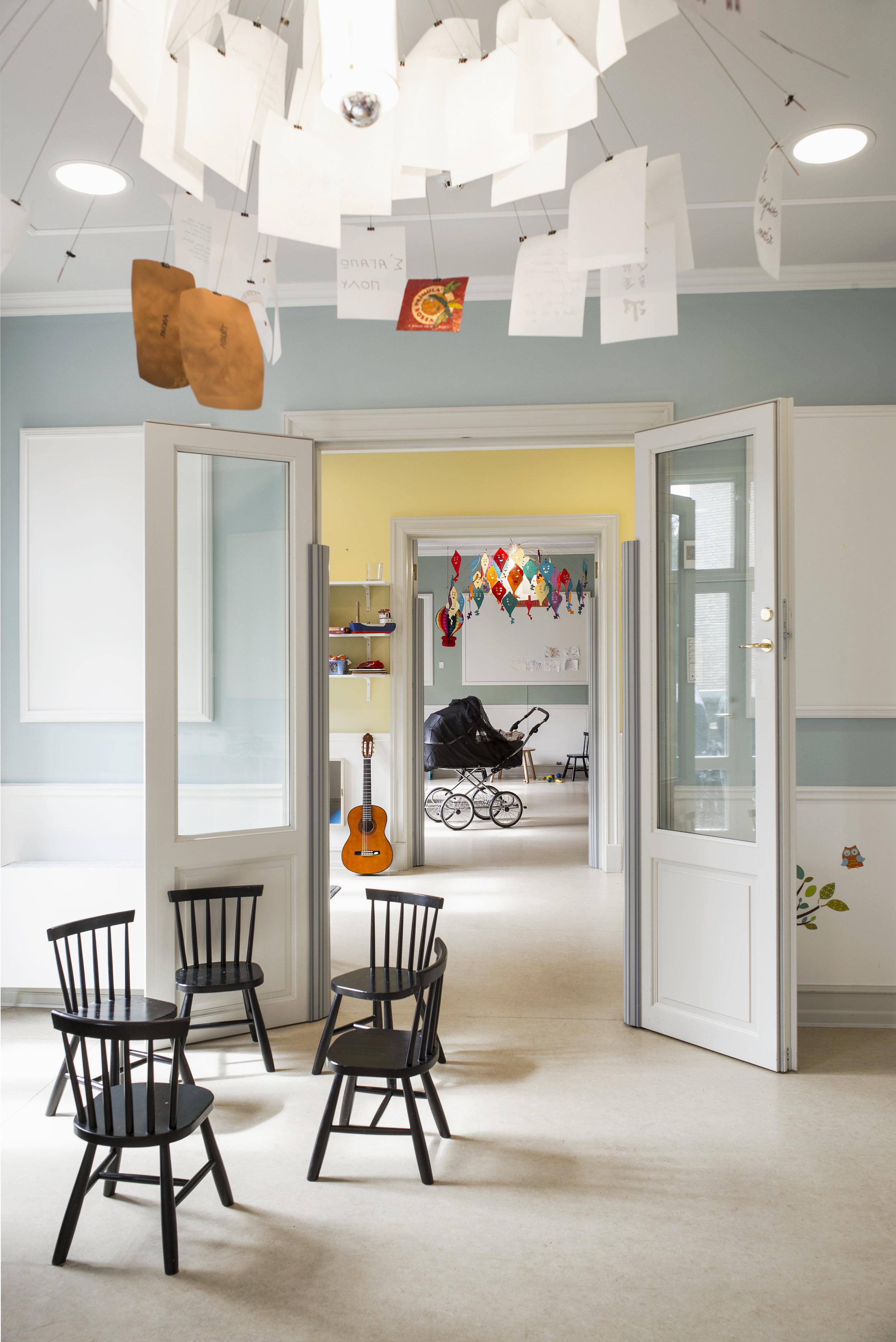 Blå, gul og grøn stue en suite