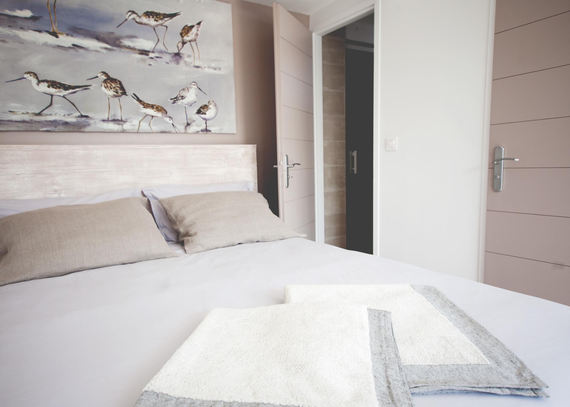 chambre-lesajoncs-maisondhotes-chambre-lolivier-detail.jpg