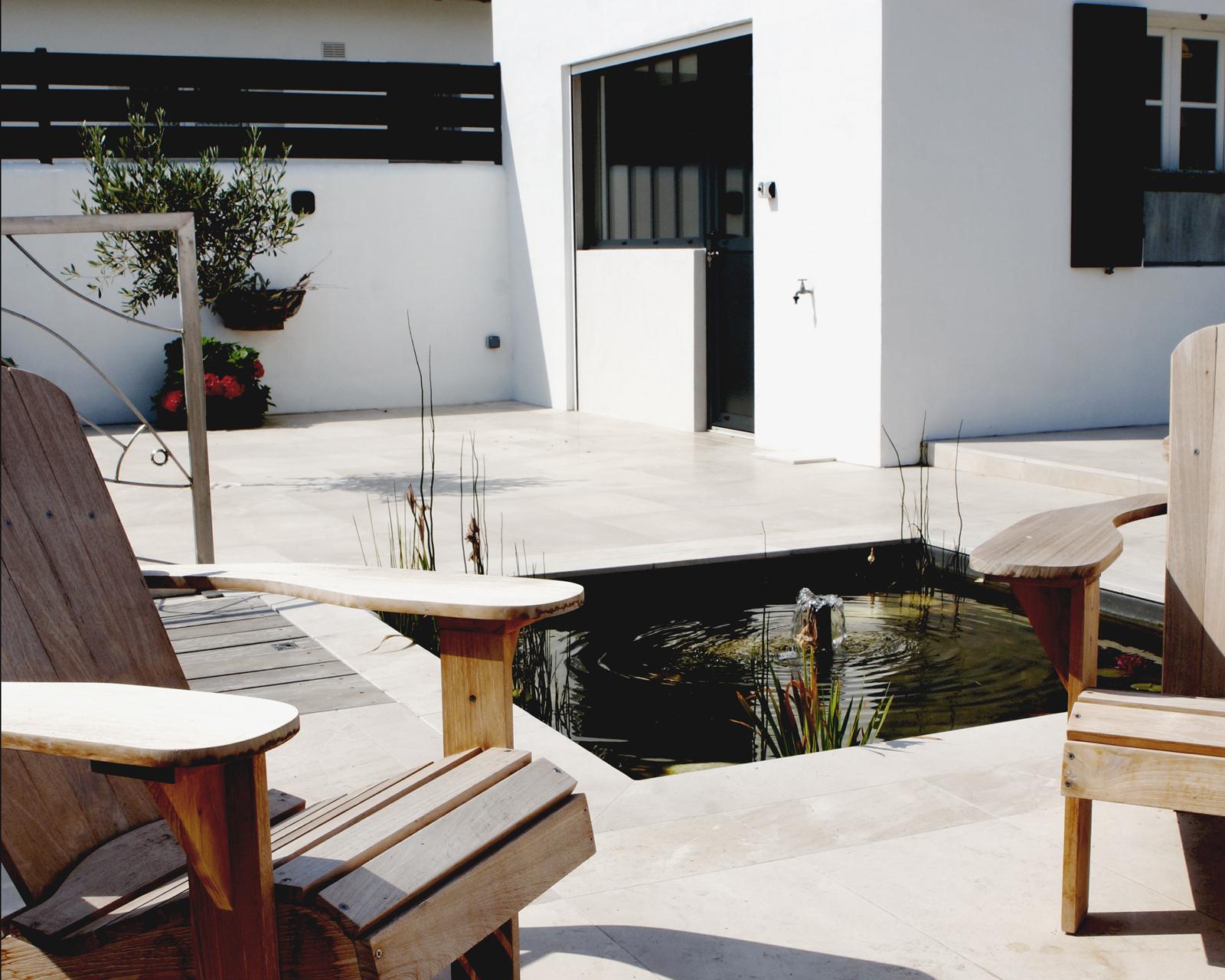bassin-terrasse-maisondhotes-lesajoncs.jpg