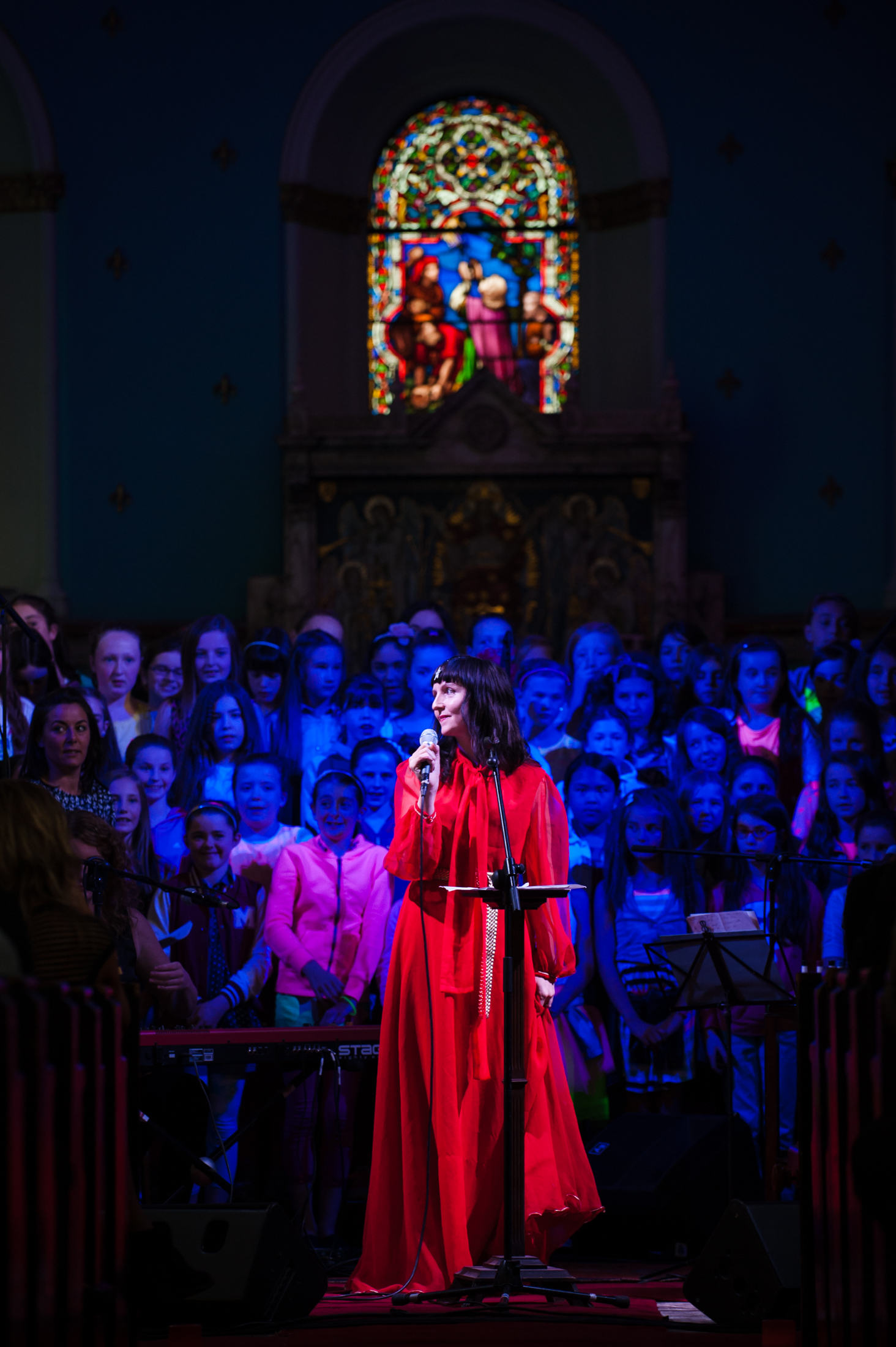 Nina_Hynes_and_choir-Evolving_our_Past-_Rites_of_Passage-_Eoin_Kirwan_photo.jpg