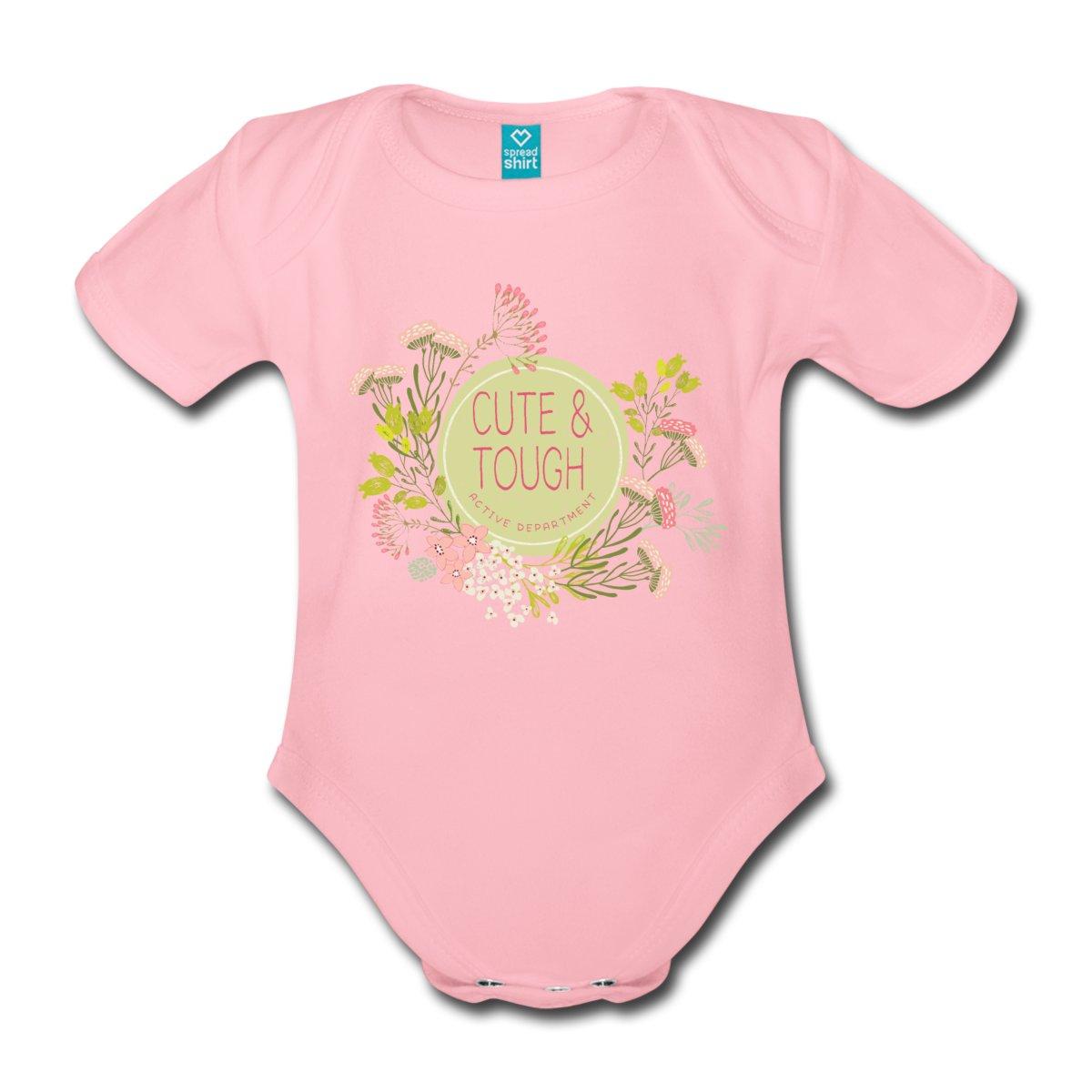 En härlig babybody i ekologisk bomull som finns i stl. 56-86/92. Veckade axelsömmar som bekvämt kan utvidgas när den tas på och av.