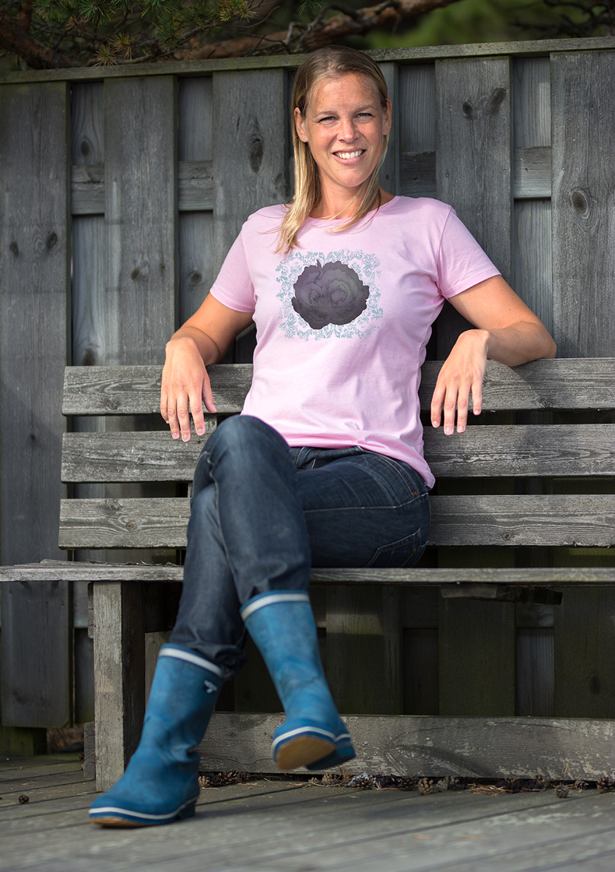 Fin rosa dam t-shirt med vackert tryck i lila och turkos.