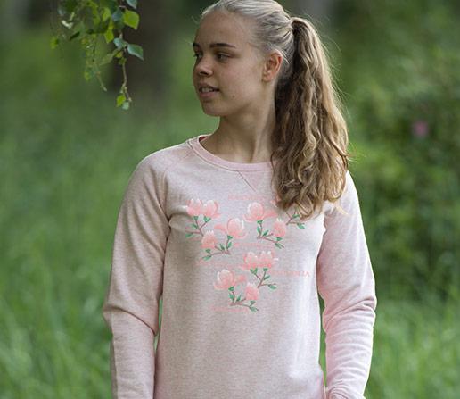 Sweatshirt för dam med tryck av broderade magnolior. Luckimi
