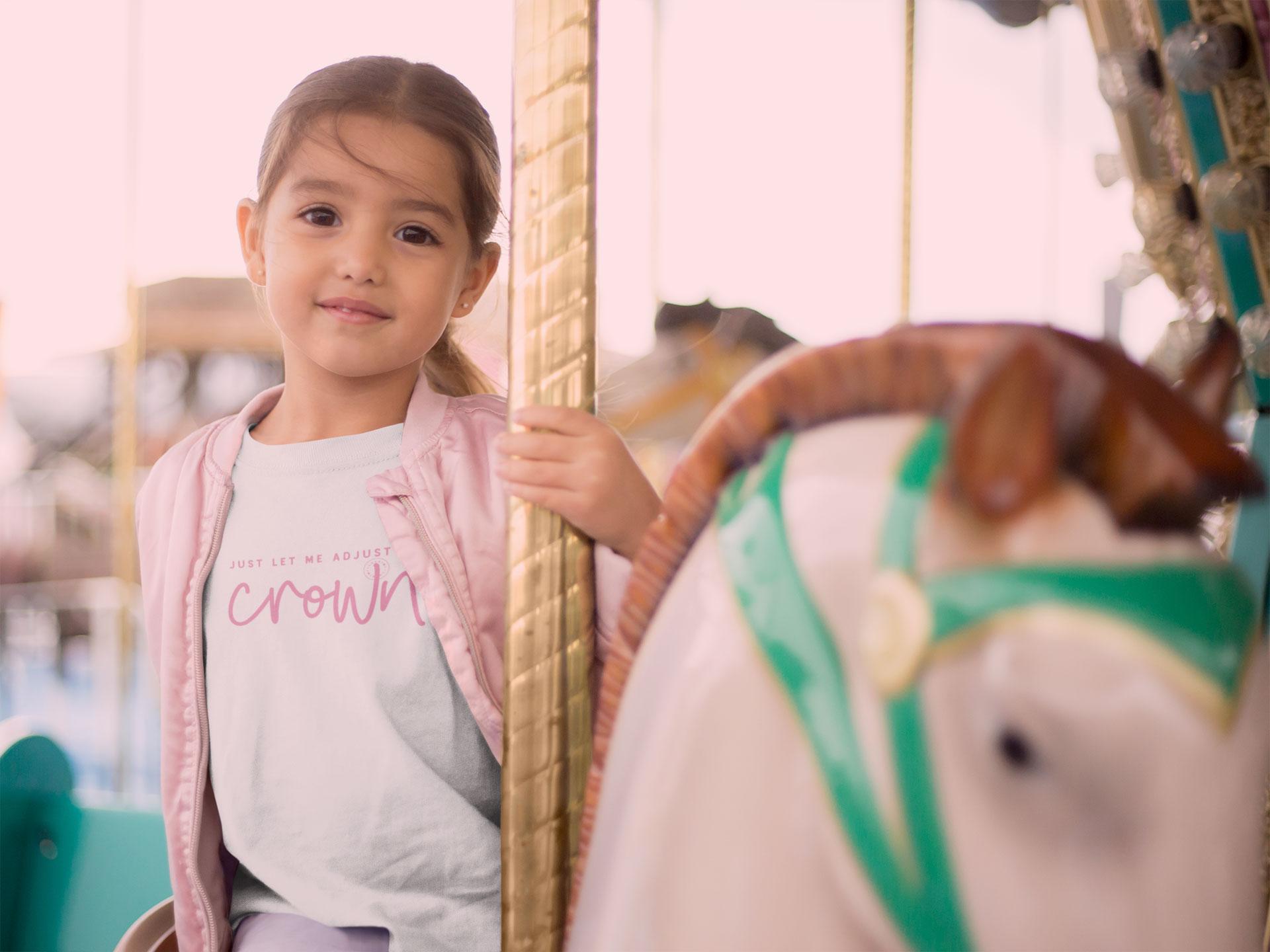 """har du också en prins eller prinsessa? - Vårt tryck """"Crown"""" är inspirerat av barns prins- och prinsesslekar.Alla plagg finns med många tryck och alla tryck finns på många plagg. Hitta dina favoriter i vår webbshop."""