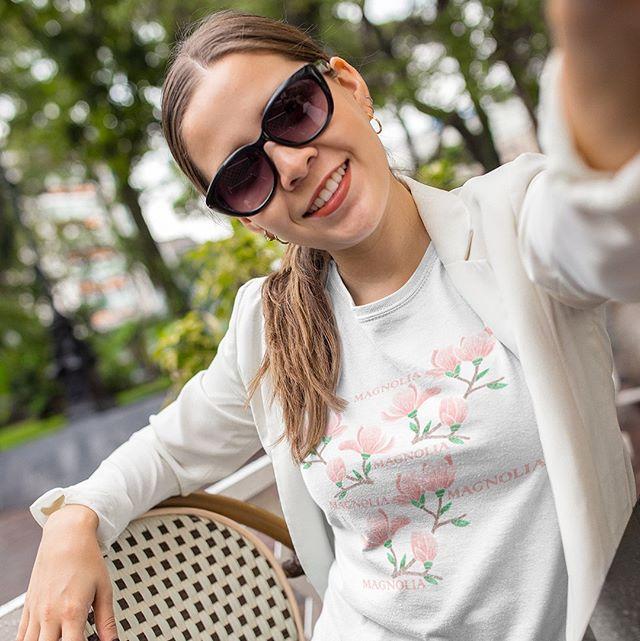 It´s still a few weeks to the summer holiday. Our t-shirt with Magnolia print is really nice under a jacket too. ⠀ ⠀ We have some plans for the holiday but everything is not booked yet. Have you planned the summer?⠀ ⠀ Right now it´s free shipping until June 4th. Check out our website www.luckimi.com or shop via link in the bio. ⠀ ______________________________________________________________⠀ Än är det några veckor kvar till semestern. Vår t-shirt med Magnolia-tryck är jättefin under en kavaj också. Vi har lite planer inför semestern men allt är inte bokat ännu. Har ni planerat sommaren ännu?⠀ Just nu har vi fraktfritt fram till 4:e juni. Kika gärna in på vår webbsida www.luckimi.com eller shoppa via länk i bion. ⠀ .⠀ .⠀ .⠀ .⠀ .⠀ #luckimi #webbshop #ekologiskbomull #kläder #tröja #toppar #tröjor #damkläder #klädmärke #ekologiskt #utveckling #lekfullt #vimedbarn #mammalivet #viföräldrar #blommigt #glädje #personligutveckling #livsglädje #mammaledig #dagensoutfit #nyhet #personligstil #föräldraledig #women #instafashion #currentlywearing #outfitpost #girlboss #tees