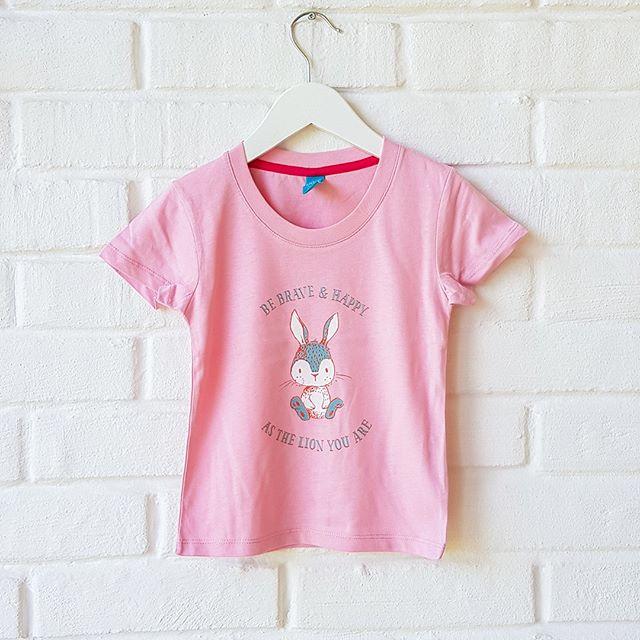 Ibland behöver vi vara ett lejon fast vi känner oss som en liten rädd kanin. Den här söta t-shirten kan hjälpa till att påminna att vi kan mer än vi tror.  Kika gärna in på vår webbsida www.luckimi.com om du är nyfiken att se mer eller shoppa via länk i bion. ___________________________________________________ Sometimes we need to be a lion though we feel like a little scared rabbit. This cute t-shirt can help remind us that we can do more than we think.  Check out our website www.luckimi.com if you are curious to see more or shop through link in bio.  . . . . . . #luckimi #webbshop  #ekologiskbomull #underbarabarn #barnkläder #barnmode #babykläder #flickkläder #kläderförbarn #ekologiskabarnkläder #inspirerande #vimedbarn #mammalivet #viföräldrar #mammaledig #gulligt #babyinspo #ministil #dagensmini #barninspo #inspirationforflickor #föräldrar #inspoforflickor #toddlerlife #toddlerootd #cutest_kiddies #kidzootd #trendykiddies #trendy_tots #lekfullt 