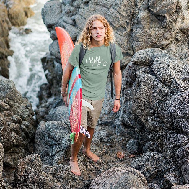 Känslan när man ta surfbrädan under armen och bara ger sig ut på vågorna måste vara fantastisk! Har du surfat någon gång?  Kika gärna in på vår webbsida www.luckimi.com om du är nyfiken att se mer eller shoppa via länk i bion. ___________________________________________________ The feeling when taking the surfboard under your arm and just going out on the waves must be fantastic! Have you ever been surfing?  Check out our website www.luckimi.com if you are curious to see more or shop through link in bio. . . . . . #luckimi #webbshop #ekologiskbomull #kläder #tröja #tröjor #killkläder #klädmärke #herrmode #herrkläder #herrstil #utveckling #lekfullt #motivera #inspirerande #vimedbarn #pappaliv #pappaledig #tanktops #pappalivet #glädje #personligutveckling #livsglädje #föräldraledig #dagensoutfit #tanktop #fashionmen #männeroutfit #styleman #beachbum