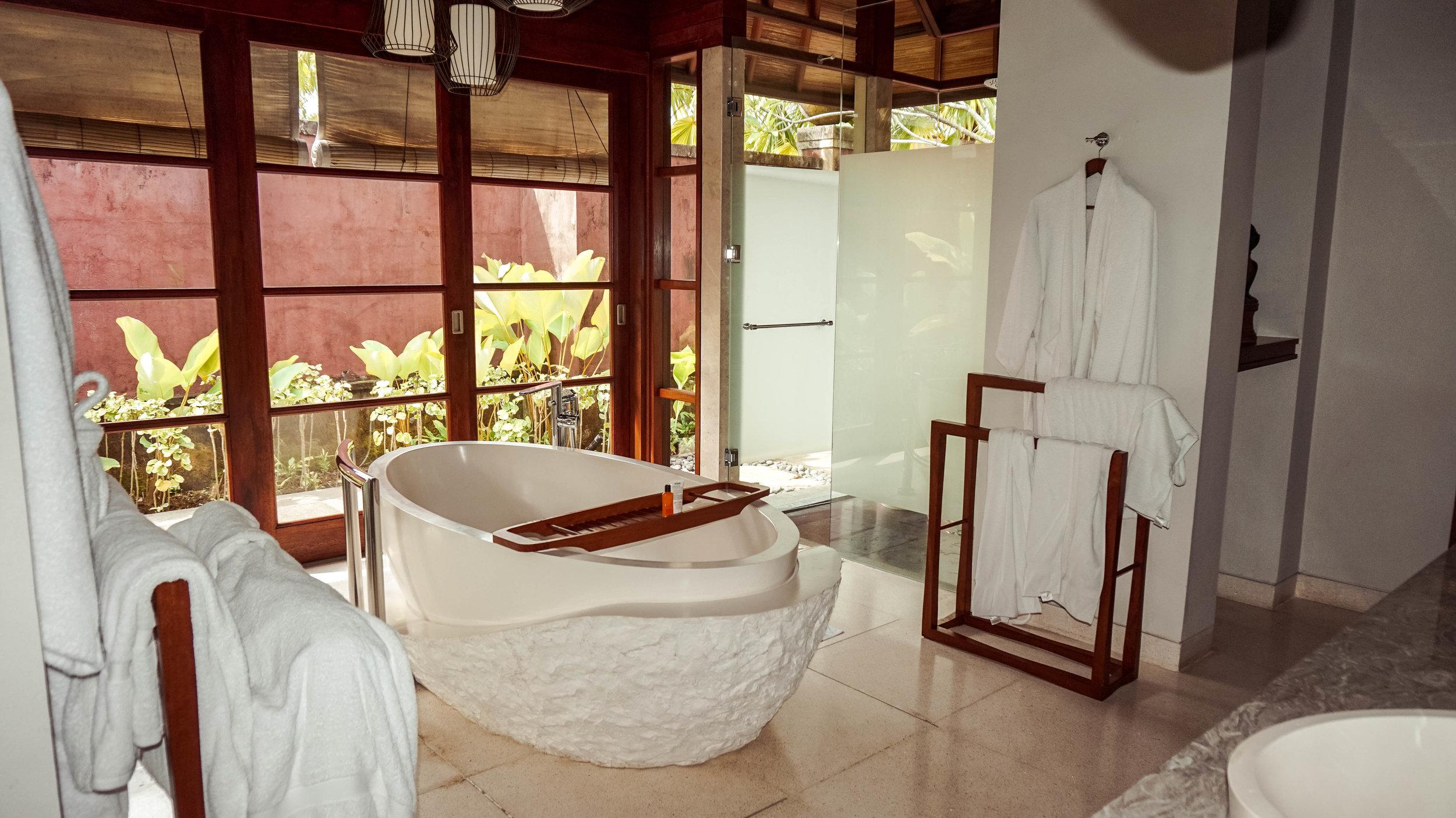 Hilton-bali-resort-1bedroom-bathroom.jpg