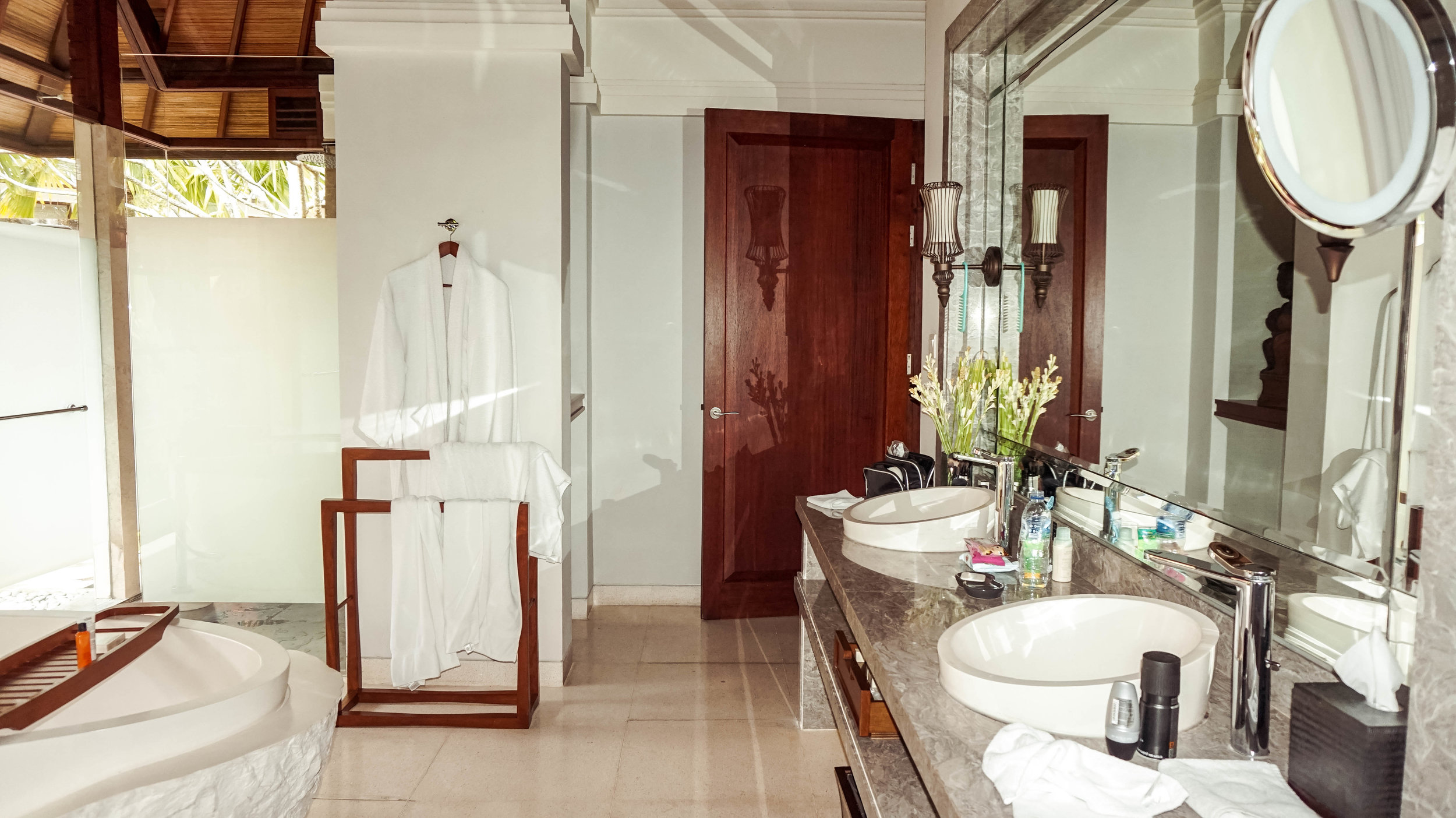 Hilton-bali-resort-1bedroom-bathroom-2018.jpg