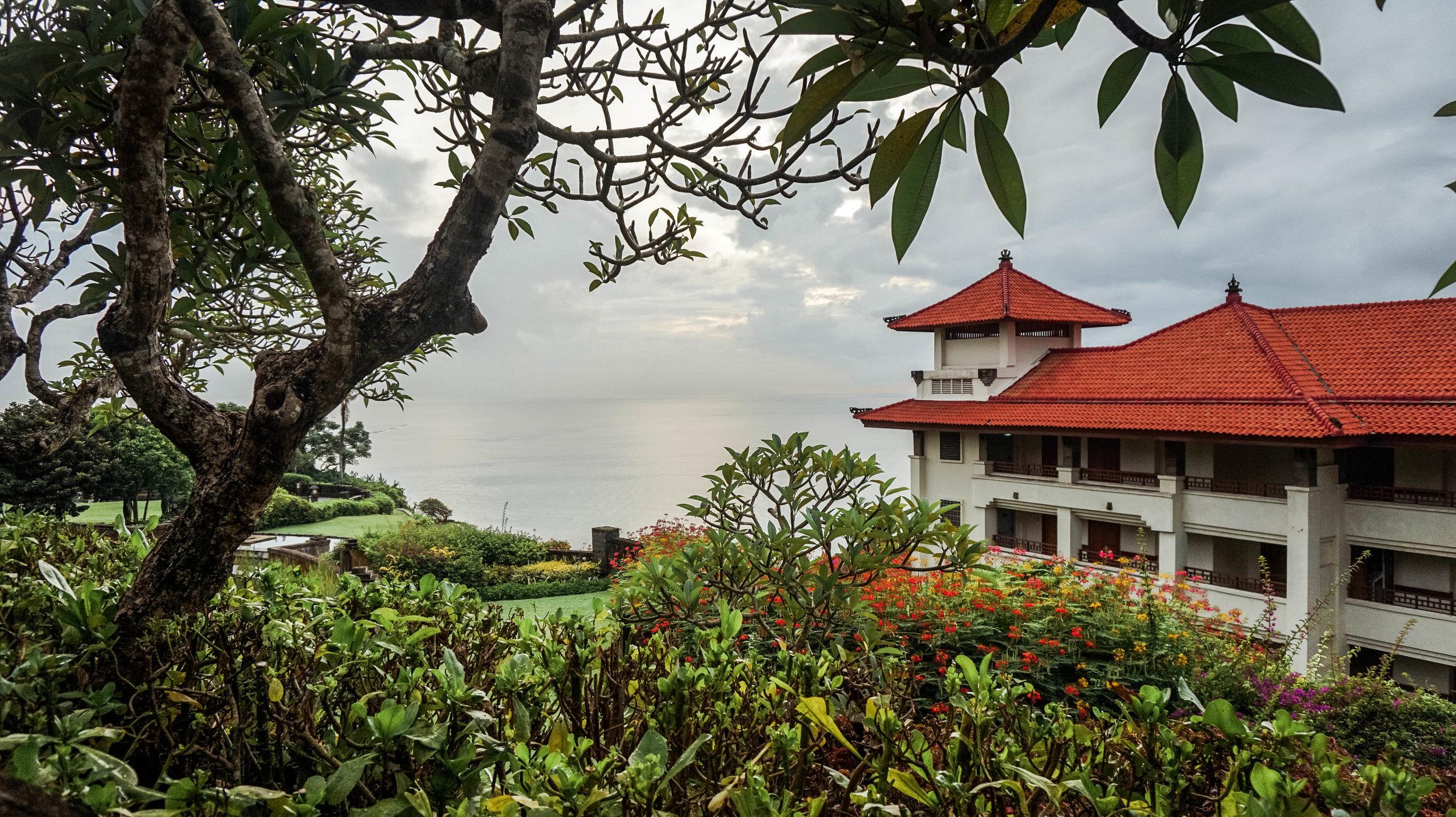 Hilton-bali-resort-clifftop.jpg